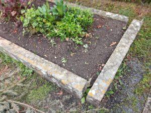 Grabaufrichtung-Ludwigsburg-300x225 Friedhofsarbeiten